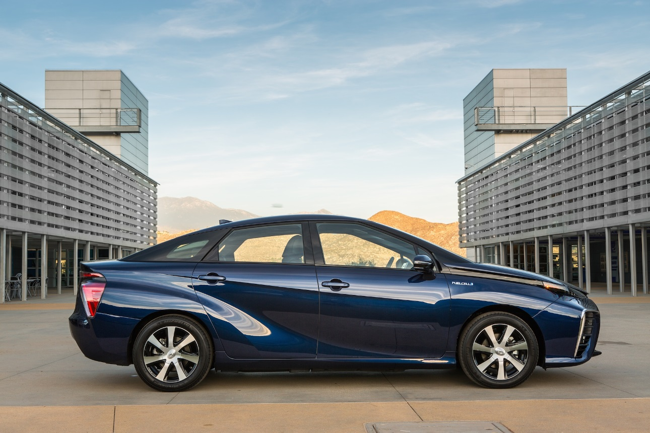 2016_Toyota_Fuel_Cell_Vehicle_028