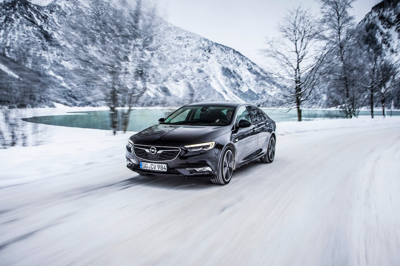 Ready to face the elements: With their numerous safety and comfort features, Opel cars such as the new Insignia help to make winter-driving safer and more relaxed.