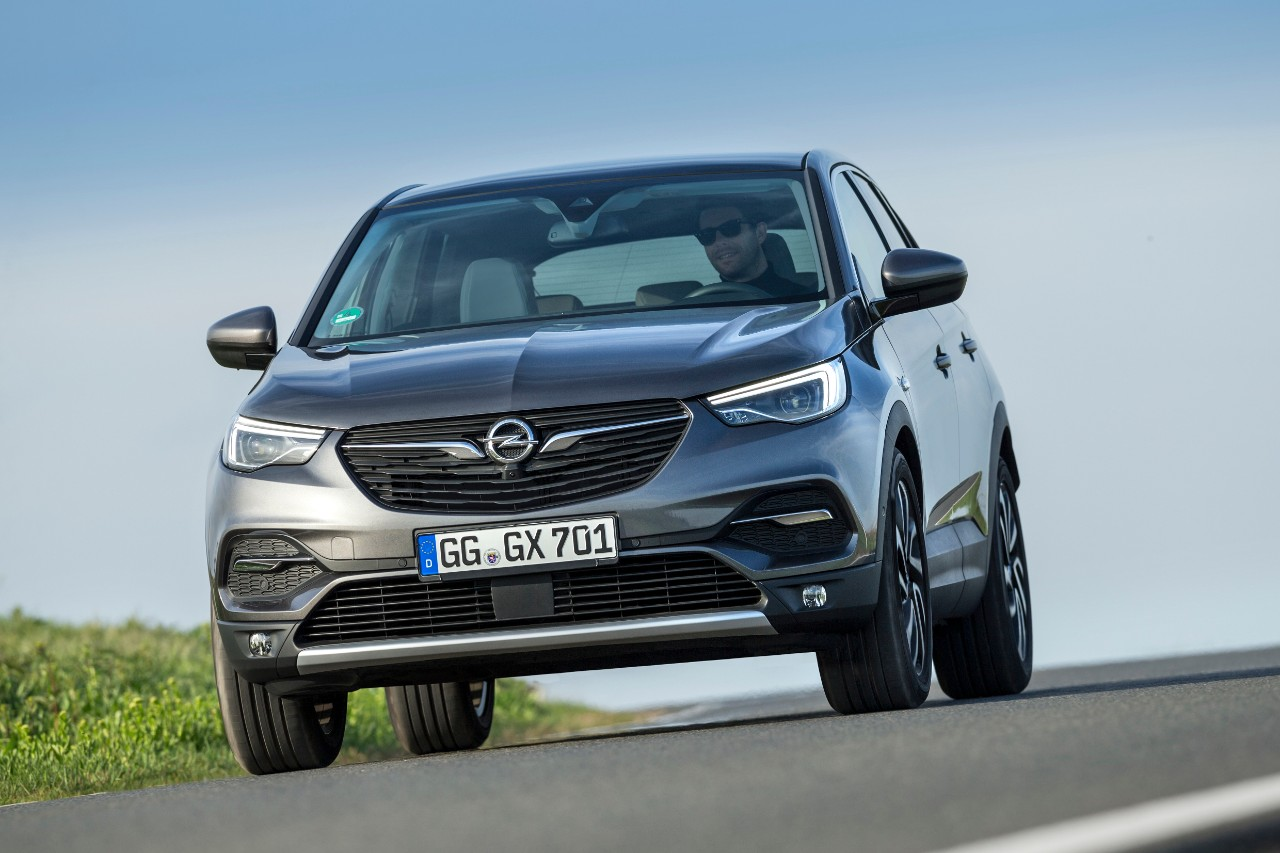 Leading role: With the new 1.5-litre diesel, the Opel Grandland X brings an advanced new engine to the powertrain portfolio and already meets the future Euro 6d-TEMP emissions standard.