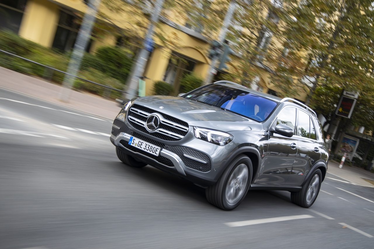 GLE 350 de 4MATIC, selenitgrau metallic, Ledernachbildung ARTICO/ Mikrofaser DINAMICA schwarz;Kraftstoffverbrauch gewichtet 1,1 l/100 km, CO2-Emissionen gewichtet 29 g/km, Stromverbrauch gewichtet 25,4 kWh/100 km*<br /> GLE 350 de 4MATIC, selenite grey metallic, ARTICO man-made leather/DINAMICA microfiber black;Weighted fuel consumption 1.1 l/100 km, weighted CO2 emissions 29 g/km, weighted power consumption 25.4 kWh/100 km*